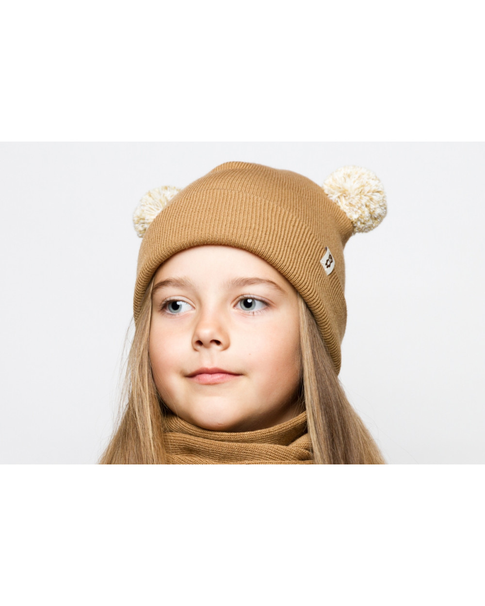 Vaikiška kepurė su dviem bumbulais