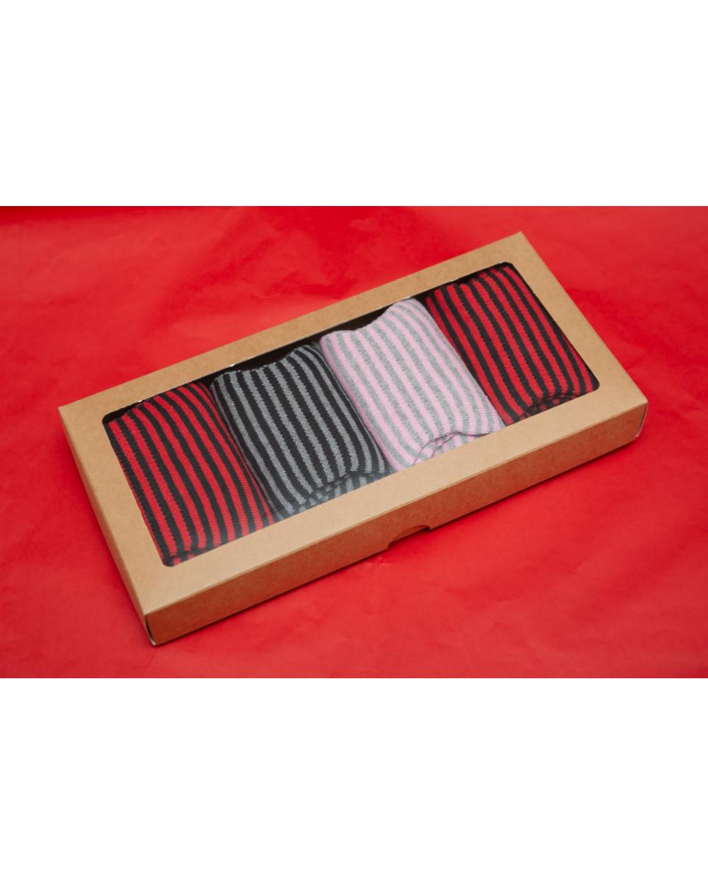 Šventiškai supakuotos 4 poros medvilninių pirštuotų kojinių 992
